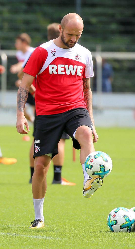 Konstantin Rausch beim Ball jonglieren (1. FC Köln 2017)