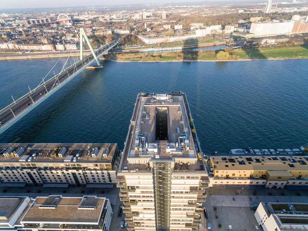 Kranhaus in Köln mit Rhein und Severinsbrücke