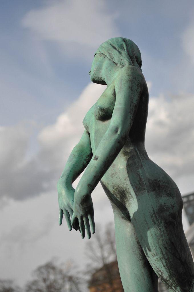 Kupferstatue einer Frau in Göteborg