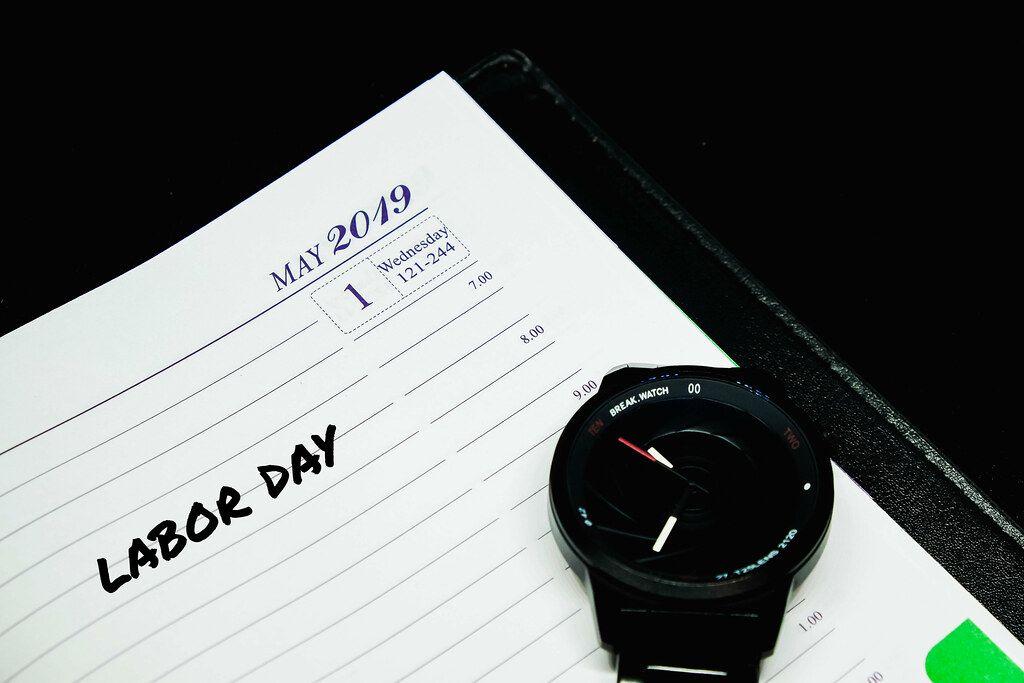 Labor day (Tag der Arbeit) in ein Notizbuch geschrieben