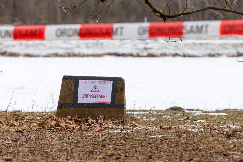 Lebensgefahr: Betreten der Eisfläche verboten