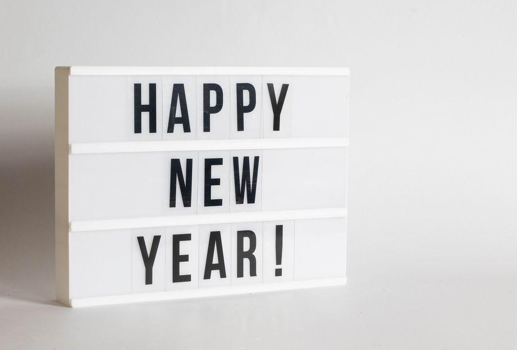 LED Lightbox mit Happy New Year Buchstaben