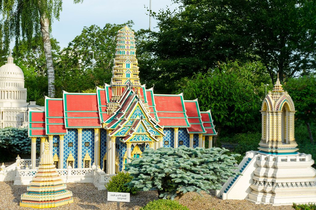 Lego replica of the Wat Phra Keo temple (Flip 2019)