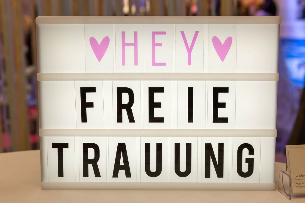 Lightbox mit dem Text HEY FREIE TRAUUNG