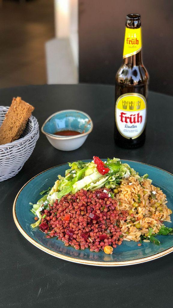Linsen, Rote Bete, Reis und ein Sommersalat mit Erdbeeren