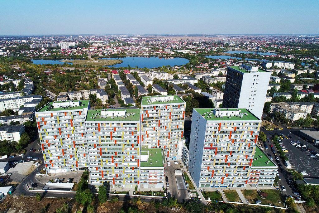 Luftaufnahme von Häuserblöcken in Bucharest, Romänien