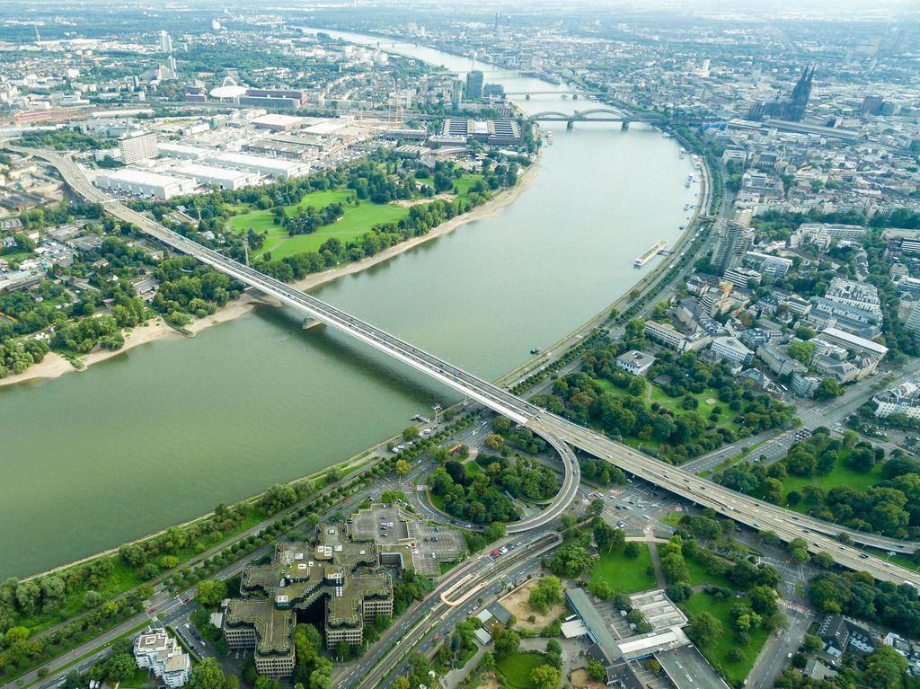 Luftbild der Brücken in Köln