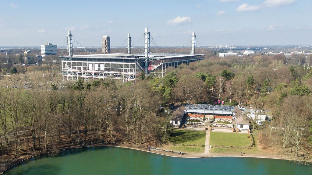 Luftbild: Rheinenergiestadion und Club Astoria Köln