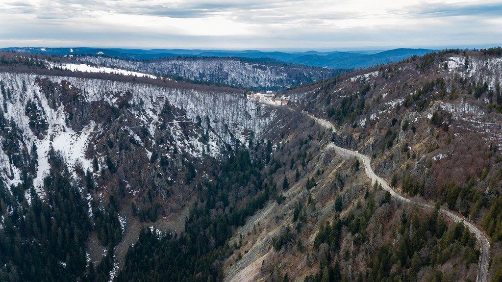 Luftbild vom Felsenweg in den Südvogesen. Col de la Schlucht