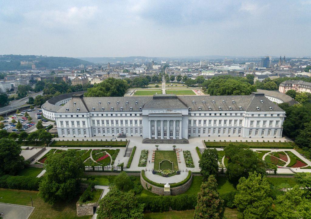 Luftbild von Schloss Koblenz