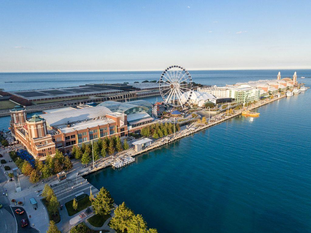 Luftbildaufnahme: Chicago Children's Museum, Navy Pier, Centennial Wheel und Amazing Chicago Funhouse Maze