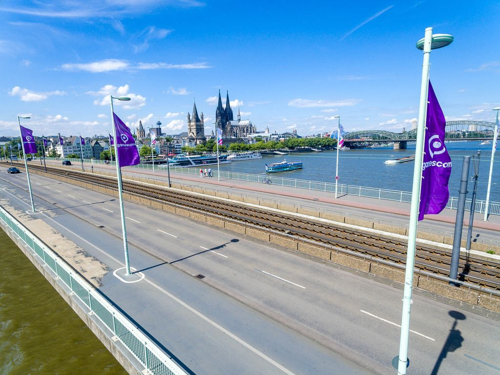 Luftbildaufnahme der Deutzer Brücke in Köln