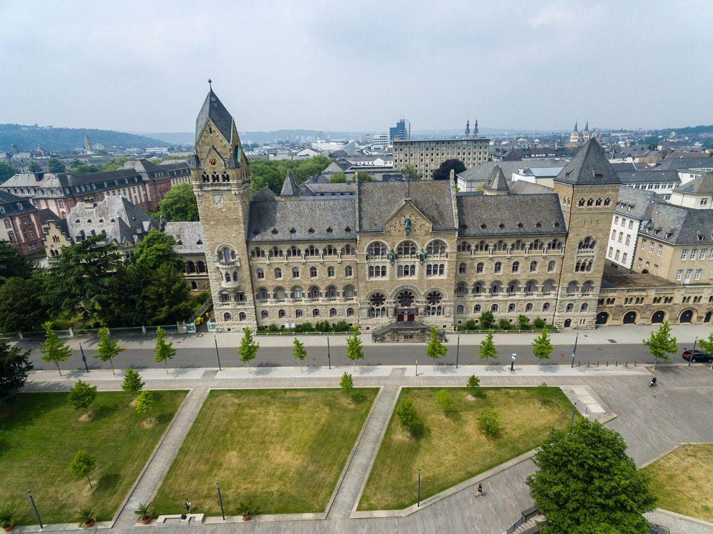Luftbildaufnahme des Preußischen Regierungsgebäudes in Koblenz