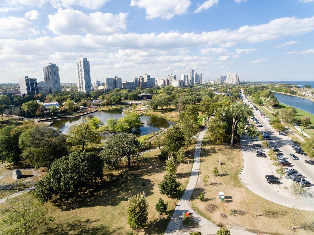 Luftbildaufnahme des South Pond im Lincoln Park in Chicago
