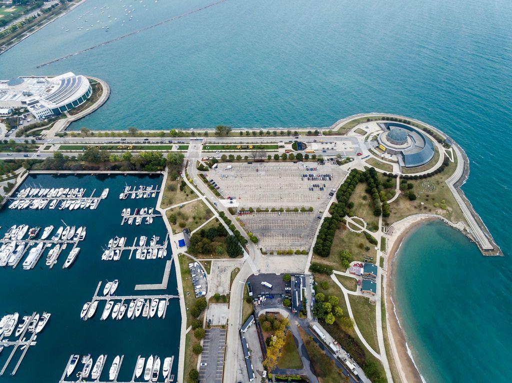 Luftbildaufnahme: Shedd Aquarium, Marina, Northerly Island und Adler Planetarium