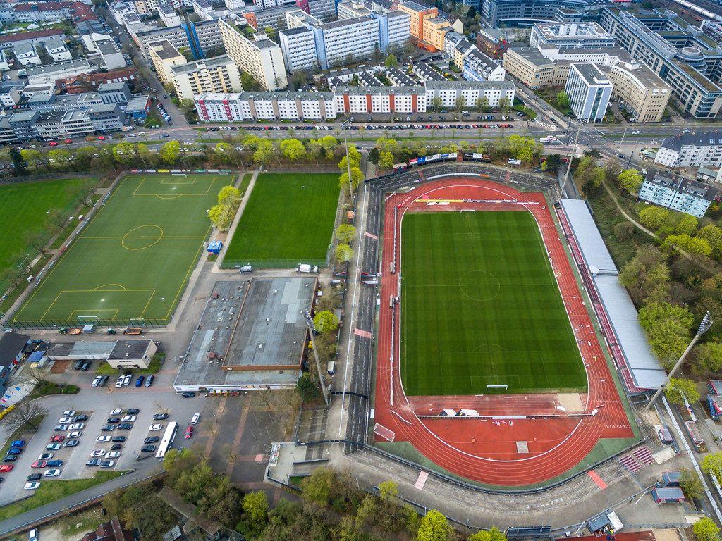 Luftbildaufnahme vom Südstadion und Gebäude des Klubs Fortuna Köln