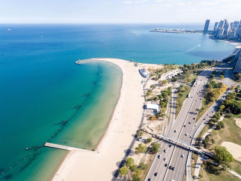 Luftbildaufnahme von North Avenue Beach in Chicago