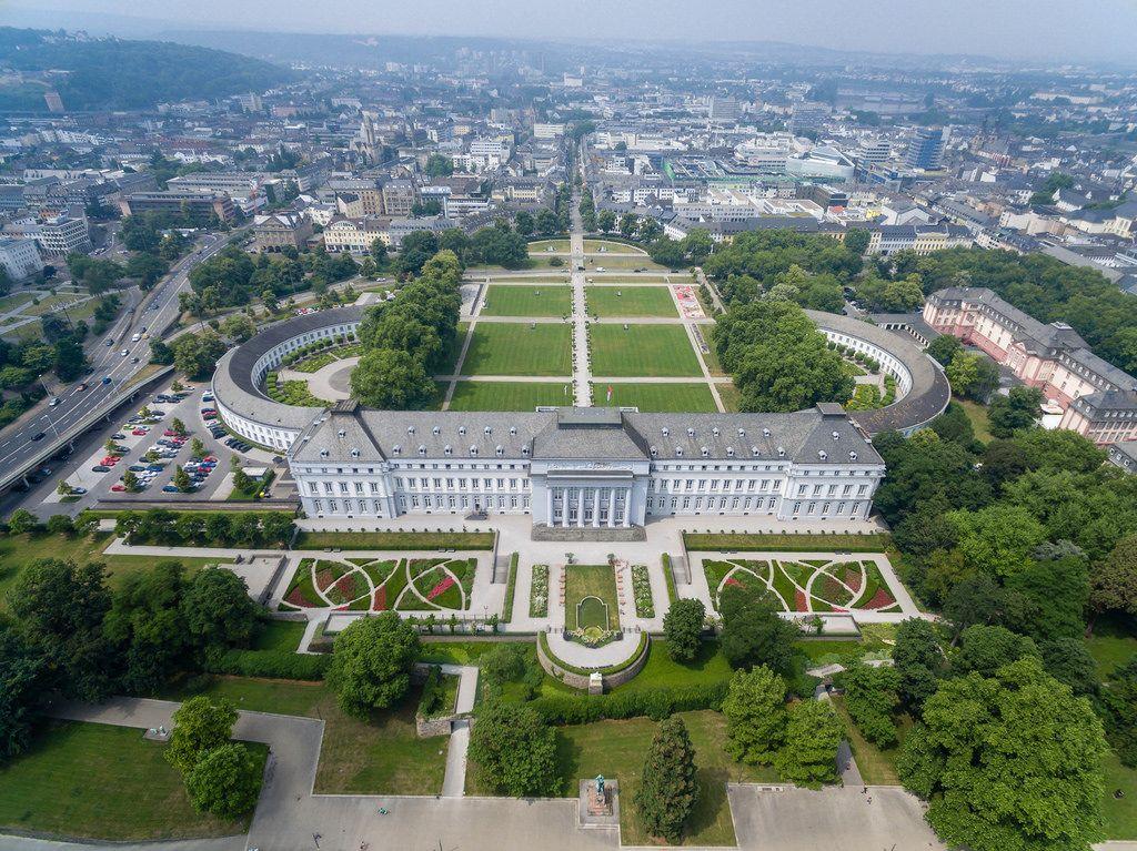 Luftbildaufnahme von Schloss Koblenz