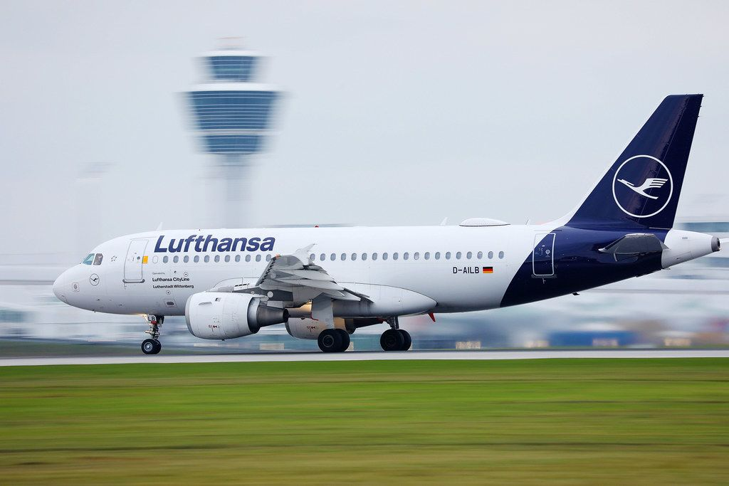 Lufthansa CityLine Airbus A319 taking off from Munich Airport, D-AILB