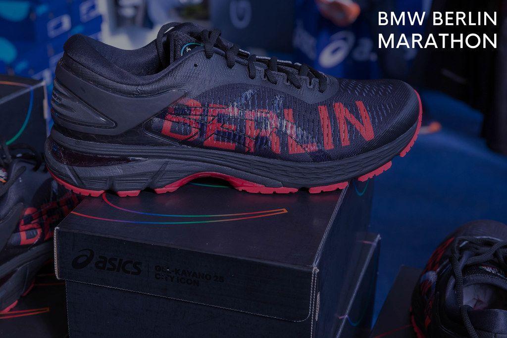 Männerlaufschuh Gel-Kayano 25 City Icon von asics mit rotem Berlin-Aufdruck und neben dem Bildtitel