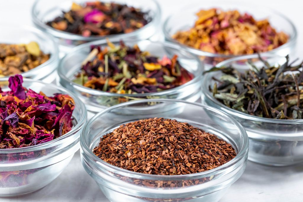 Many varieties of tea in glass bowls