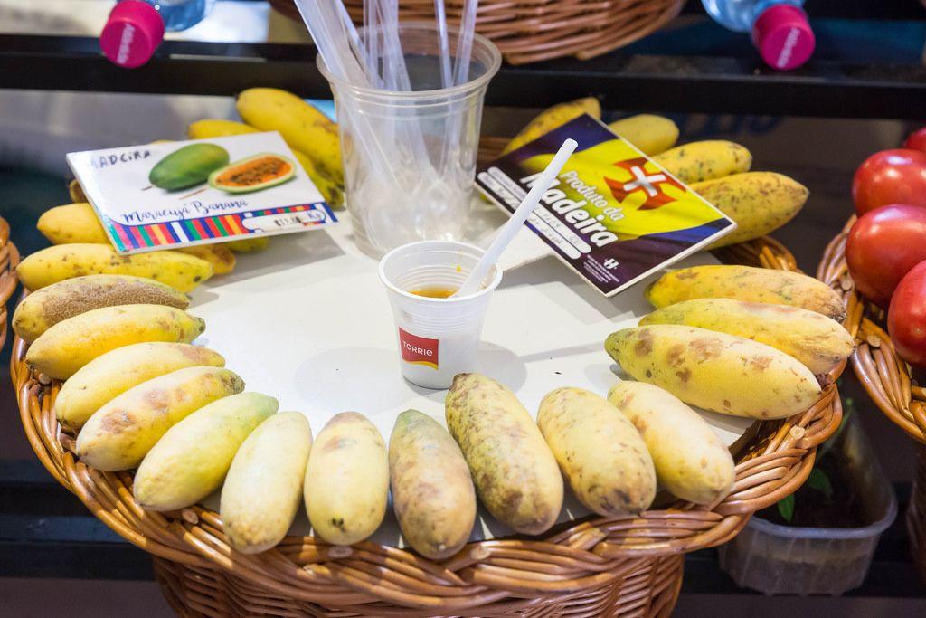 Maracja Bananen auf dem Mercado dos Lavradores in Funchal