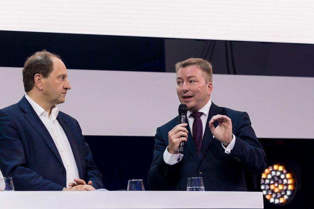 Marc Hansen und Alexander Graf Lambsdorff diskutieren über die selbstbestimmte digitale Zukunft von Europa
