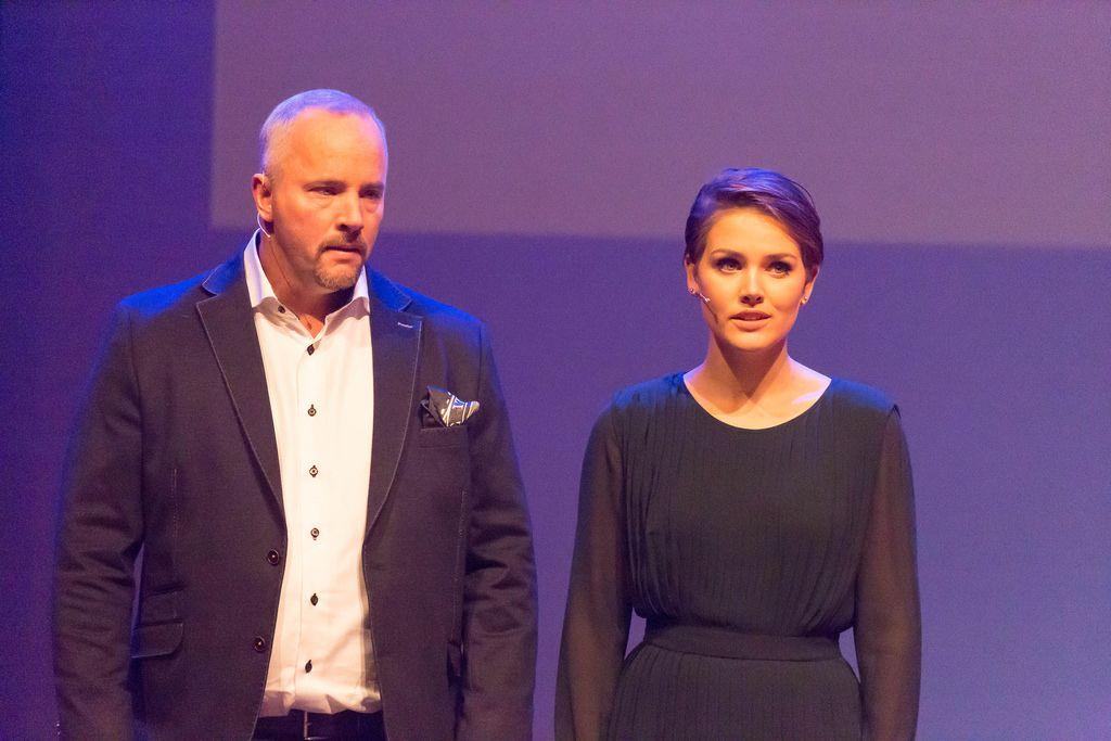 Martine van der Meijden und Gijs Hillmann auf der Bühne - TEDxVenlo 2017