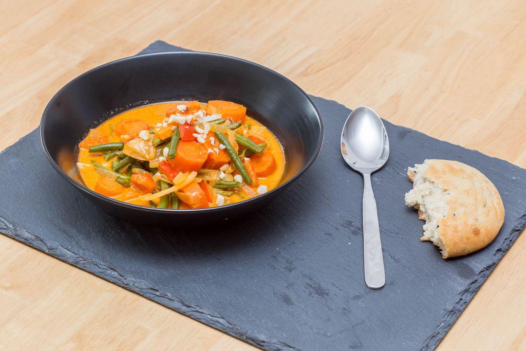 Massaman-Curry mit Ofengemüse und Naan-Brot