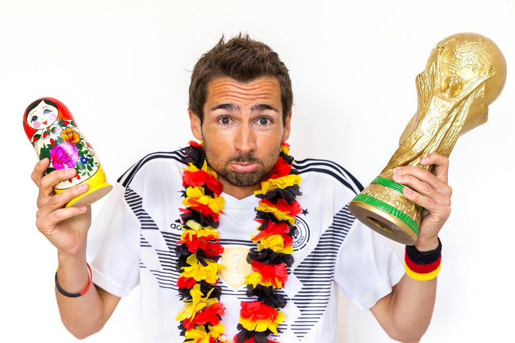 Matrjoschka oder WM-Pokal? Hauptsache eine gute Fußball-WM für Deutschland
