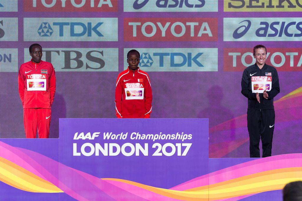 Medaillenvergabe (Marathon Finale Frauen) bei den IAAF Leichtathletik-Weltmeisterschaften 2017 in London