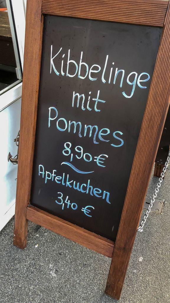 Menü Tafel: Kibbelinge mit Pommes und Apfelkuchen
