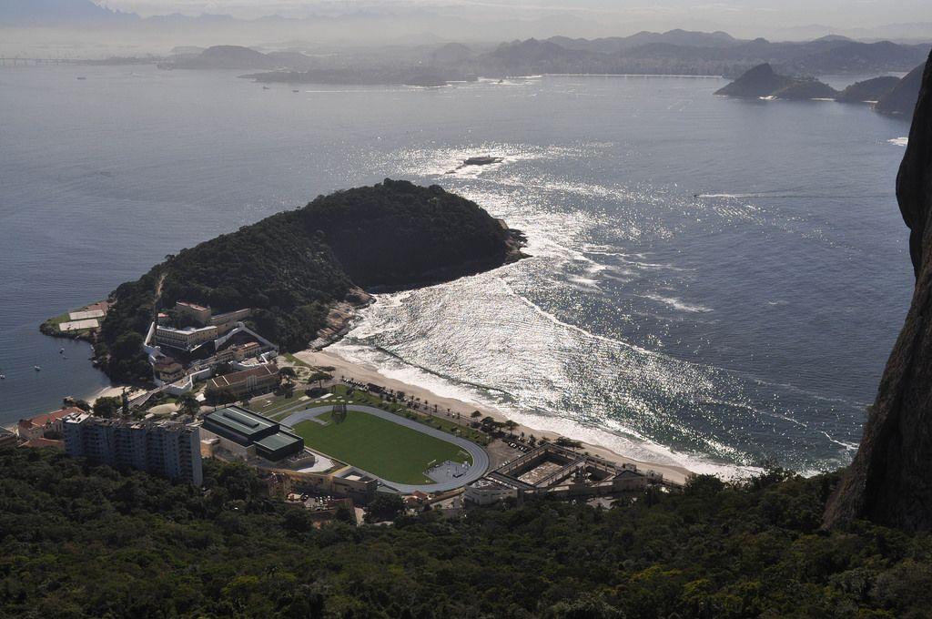Militärstützpunkt EsEFEx und der Strand Praia de Fora in Rio de Janeiro, Brasilien