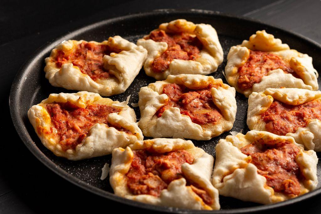 Mini Pizza on the round baking pan