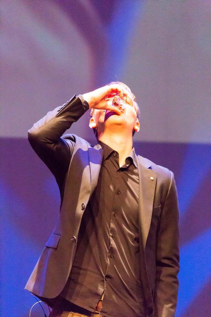 Misdirex Magic aka Jochem Borgman drinking a shot - TEDxVenlo 2017