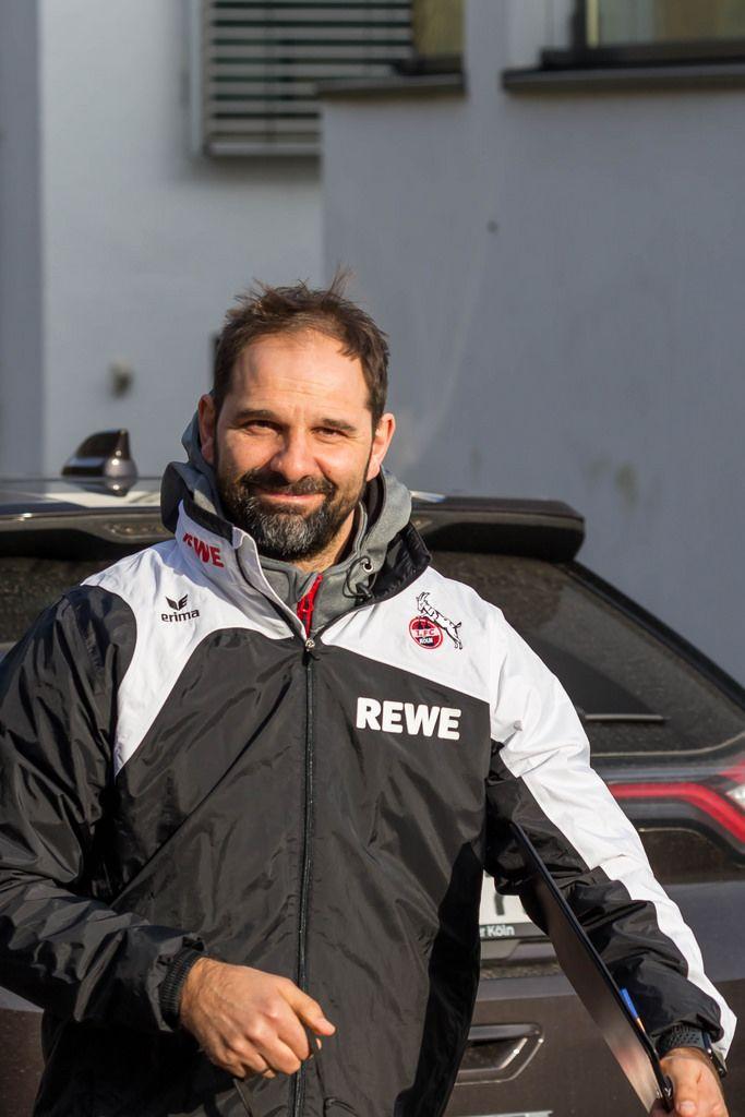 Mit einem Lächeln im Gesicht zum Training: Trainer Stefan Ruthenbeck ist zuversichtlich