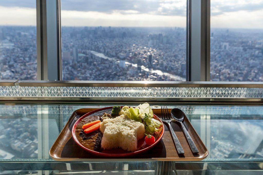 Mittagessen mit Ausblick im Skytree Tokio