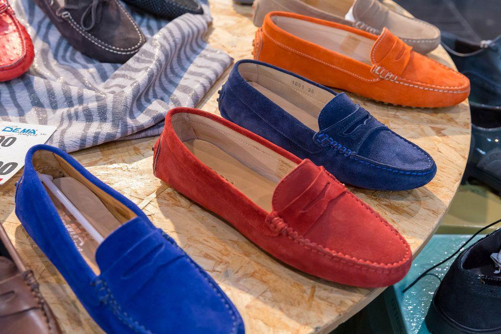 Mokassin-Schuhe in verschiedenen Farben bei der Boot Düsseldorf 2018