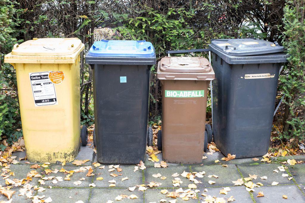 Mülltonnen für Verkaufsverpackungen aus Metall und Kunststoff und für den Bio-Abfall