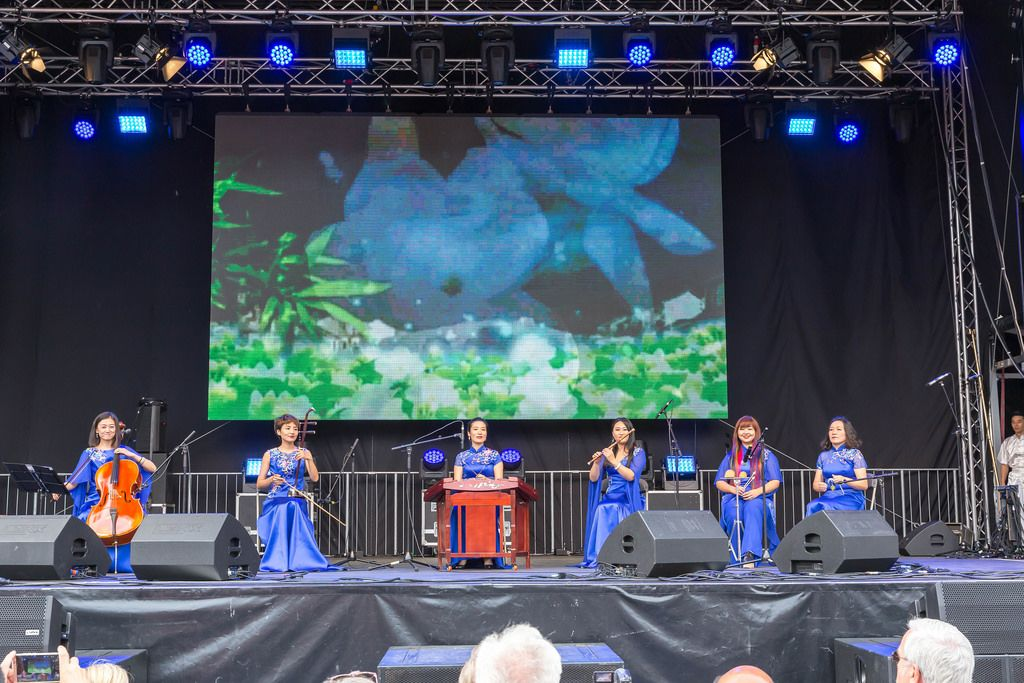 Music group plays on traditional Chinese instruments - Chinafest, Cologne