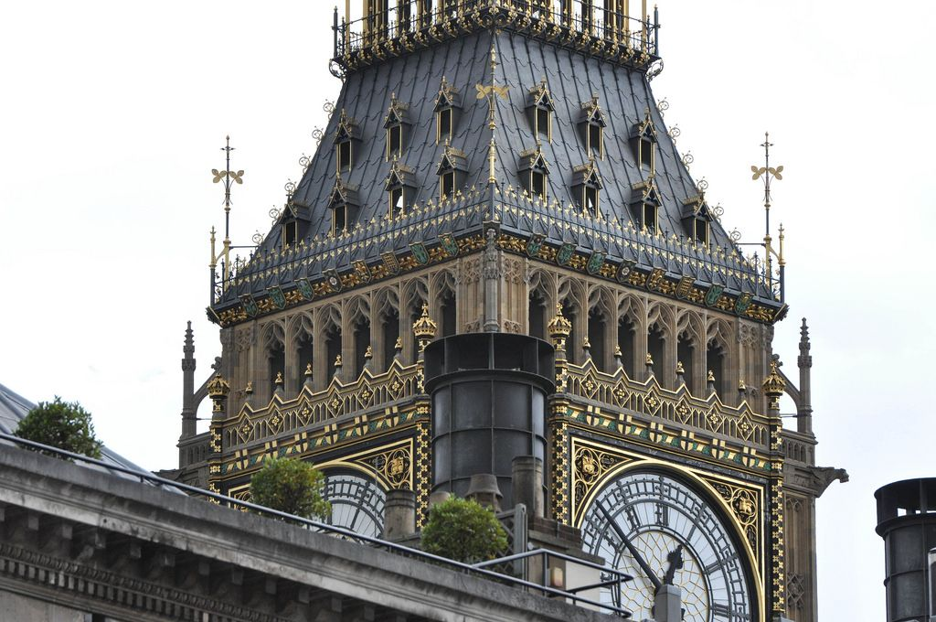Nahaufnahme der Zifferblätter von Big Ben