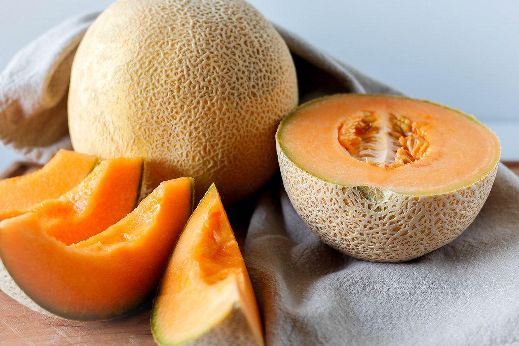Nahaufnahme einer aufgeschnittenen Cantaloupe-Melone