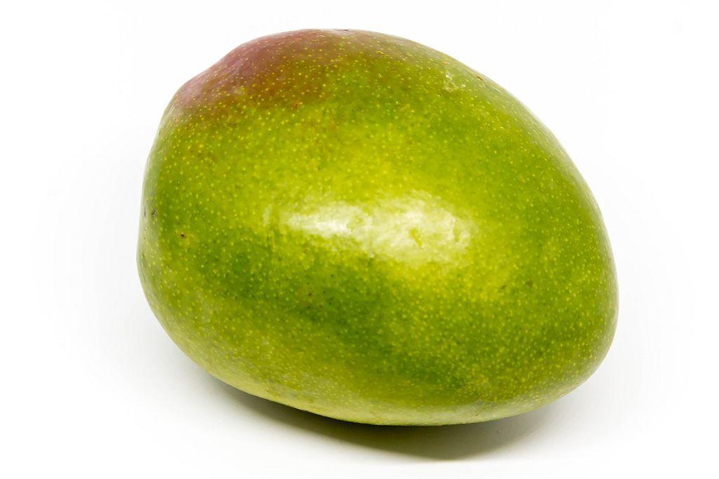 Nahaufnahme einer unreifen Mango