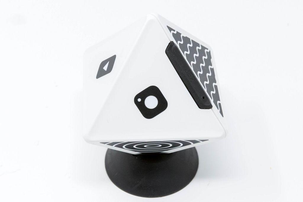 Nahaufnahme - TIMEULAR - ZEI - Zeit Tracking Octagon in Weiß - Instagram Icon