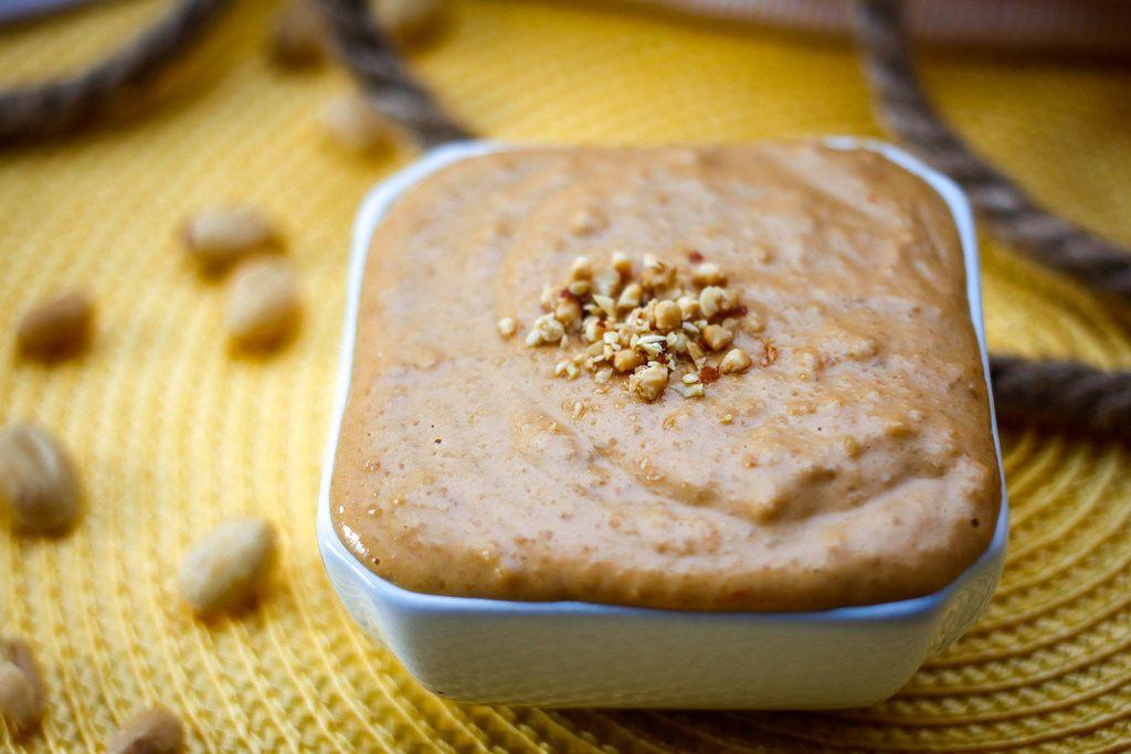 Nahaufnahme von Erdnuss-Sauce