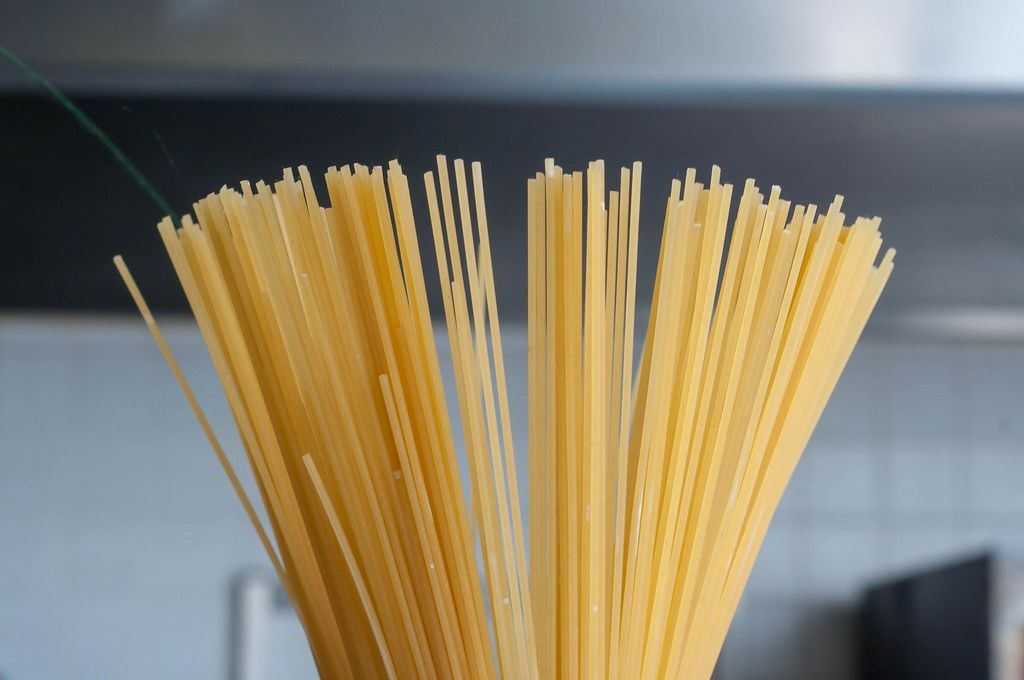 Nahaufnahme von ungekochten Spagetti