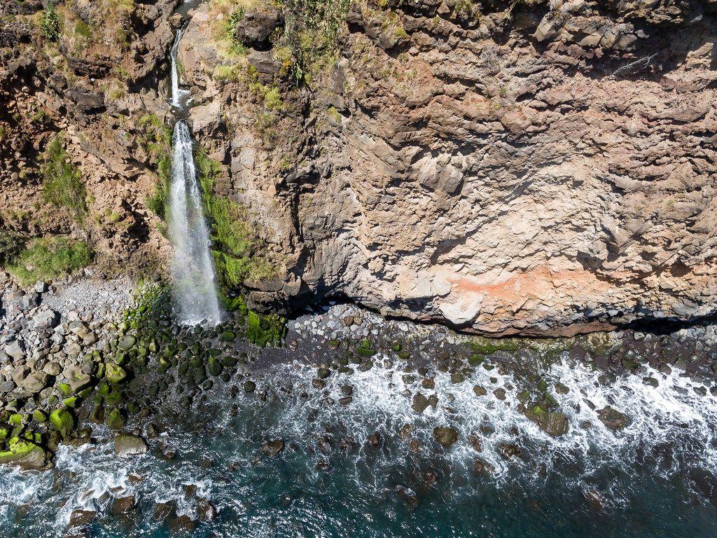 Natürlicher Wasserfall auf Madeira