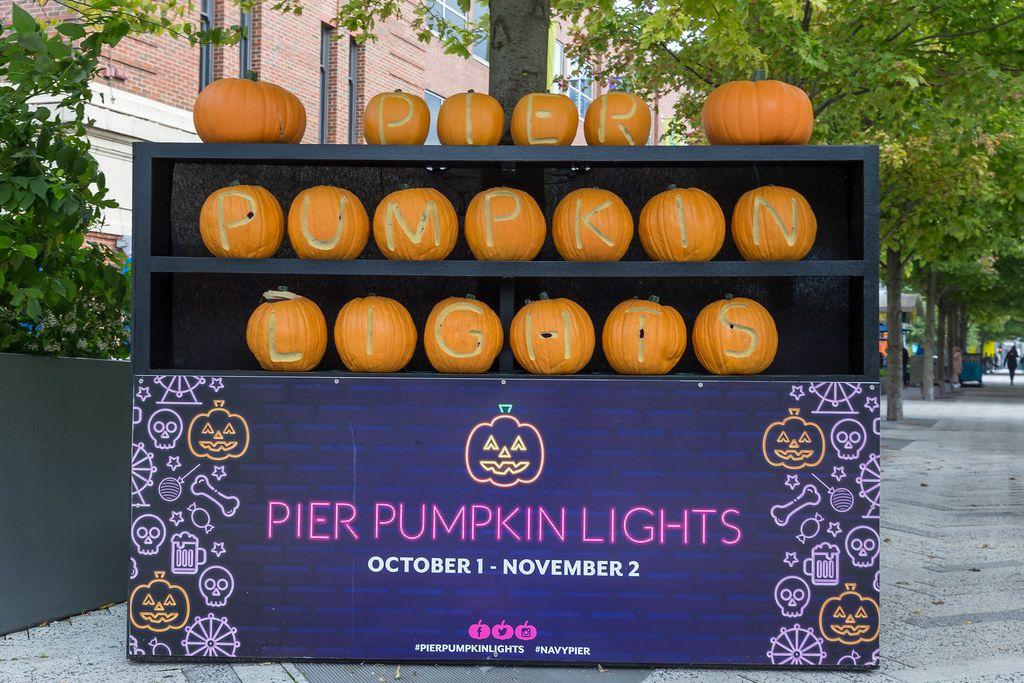 Navy Pier celebrates Halloween mit Pier Pumpkin Lights