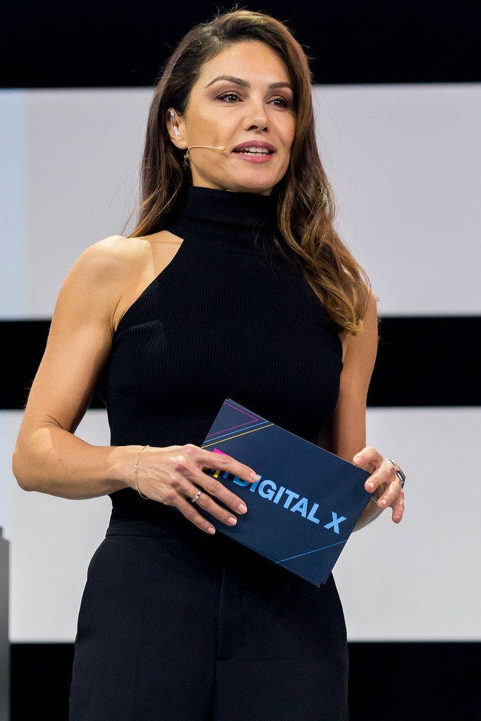 Nazan Eckes moderiert auf der Digital X in Köln