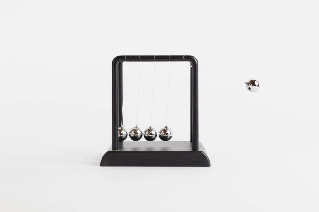 Newton cradle steel balance ball